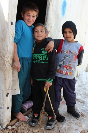 Young refugees in a tent settlement in Bekaa Valley © Carmen Andres