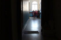 Inside H4L's non-formal education center in the Bekaa Valley © Carmen Andres